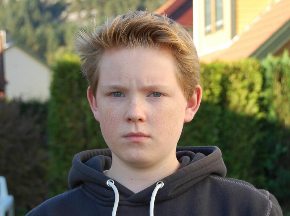 Adrian (15) vet ikke hva han skal gjøre med den ødelagte PC-en sin. Foto: Privat