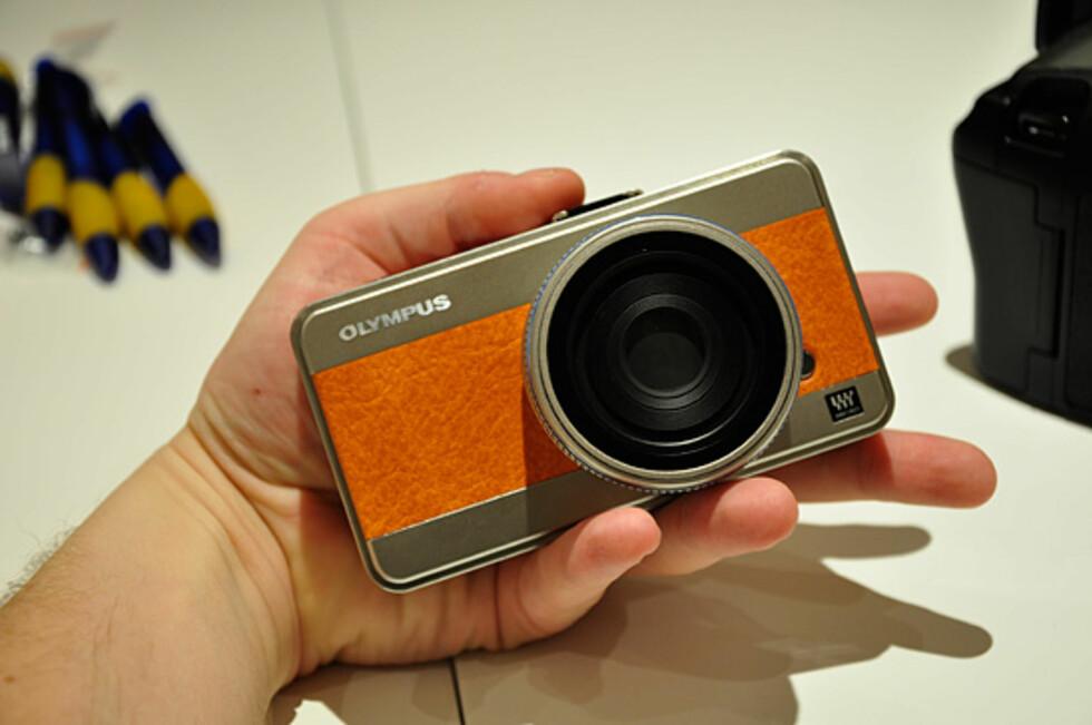 En mockup av Olympus' første micro FourThirds-kamera. Foto: Pål Joakim Olsen