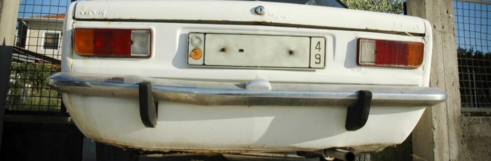 Ikke bare klippes bilskiltene rett av hvis du ikke har betalt årsavgiften, men Statens innkrevingssentral kan også ta utleggspant. Foto: Istock
