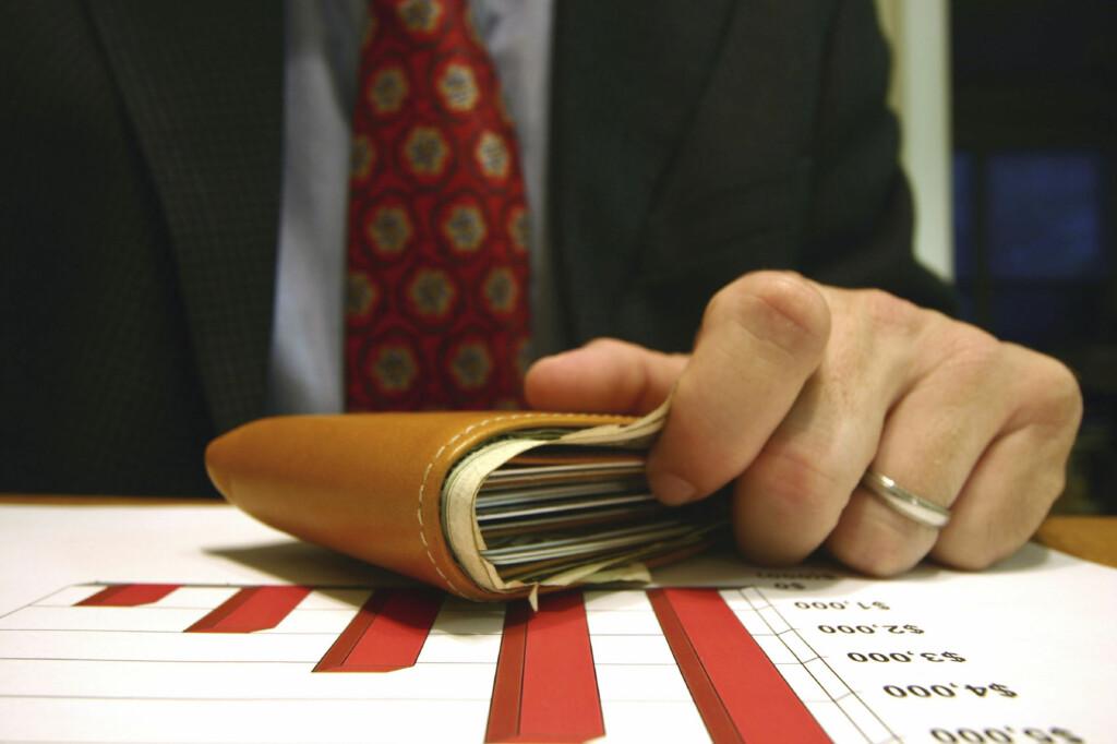 Sjefen har stinn lommebok, men er likevel ikke fornøyd. Foto: Istockphoto.com