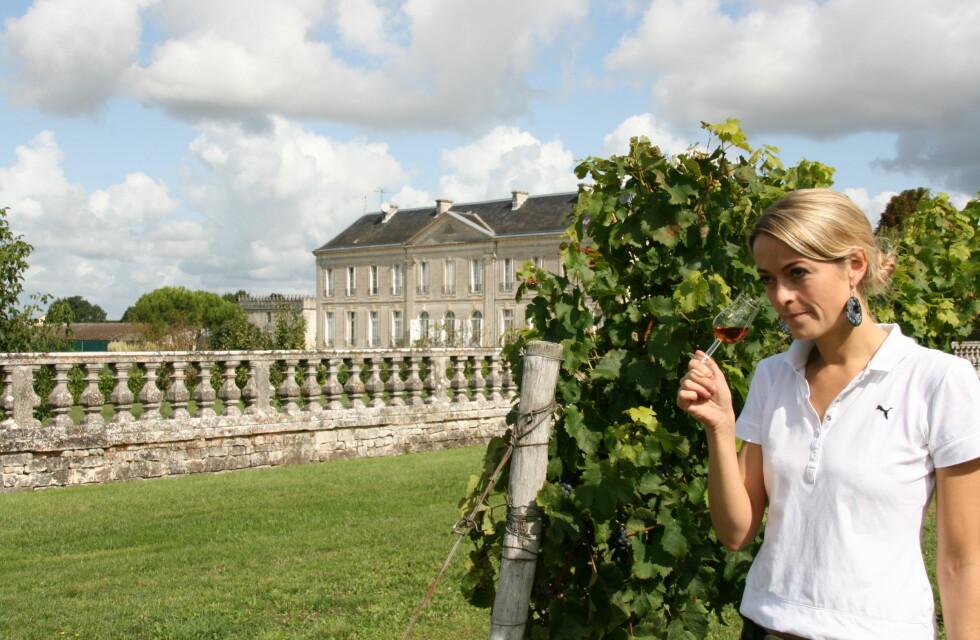 Marthe Abel utenfor Château de Triac.  Foto: Astrid Mannion