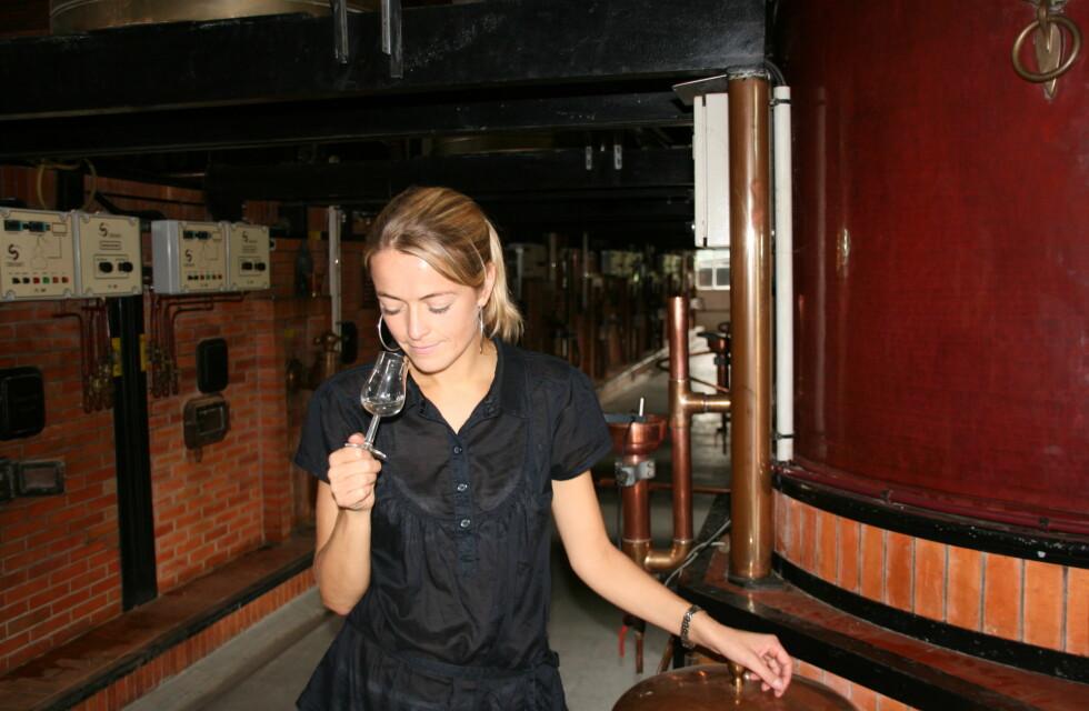 Etter destilleringen har konjakken ingen farge. Foto: Astrid Mannion