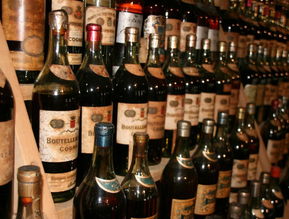 Braastads konjakkhus har en stor samling med gamle konjakker som er nesten 200 år gamle. Her er en noen av de edle dråpene. Foto: Astrid Mannion