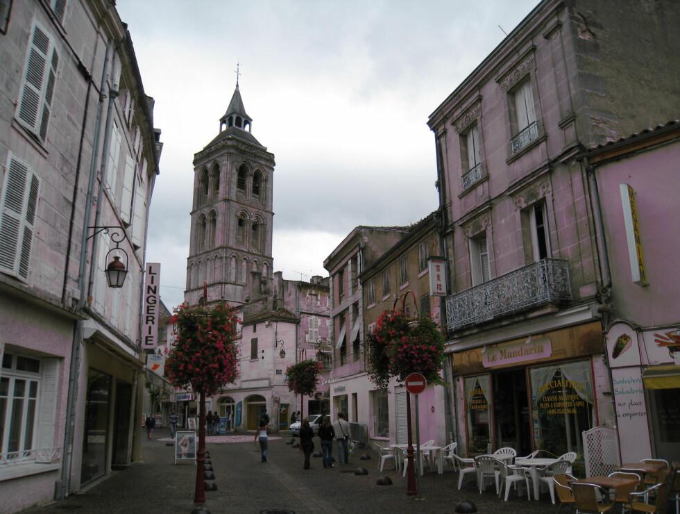 Den lille byen Jarnac, hvor du blant annet finner konjakkhusene Braastad, Courvoisier, Delamin og Thomas Hine & Co. Foto: Astrid Mannion