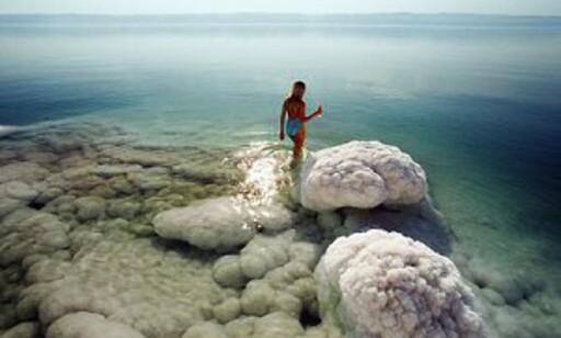Dødehavets salte vann skal ha helende virkninger på kropp og sjel. Foto: Apollo