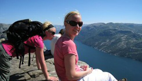 Preikestolen er en fin tur. Tør du dingle med beina over kanten? Foto: Stine Okkelmo