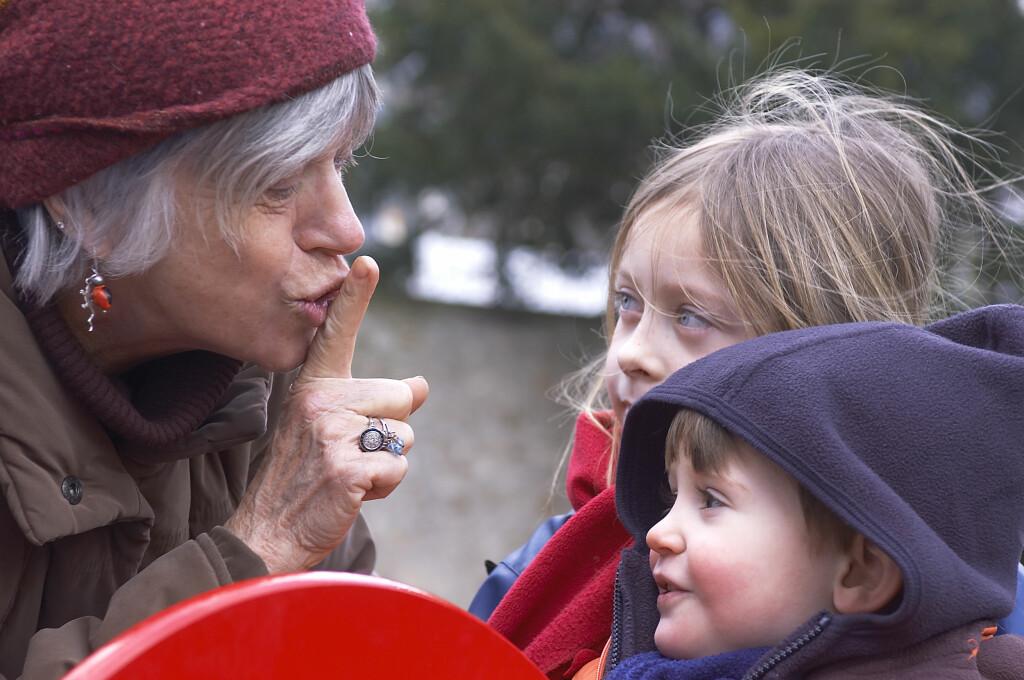 Nå er det ikke bare barna som kan utfolde seg fritt på lekeplassen. Etter stor suksess i Spania åpnet våre svenske naboer nylig den første lekeplassen for pensjonister Foto: Colourbox