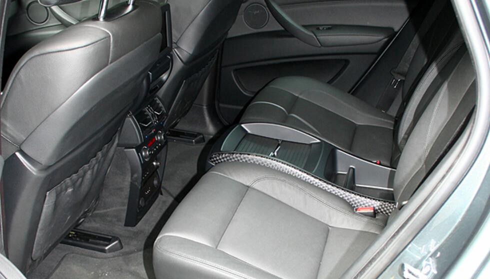 Store interiørbilder av BMW X6