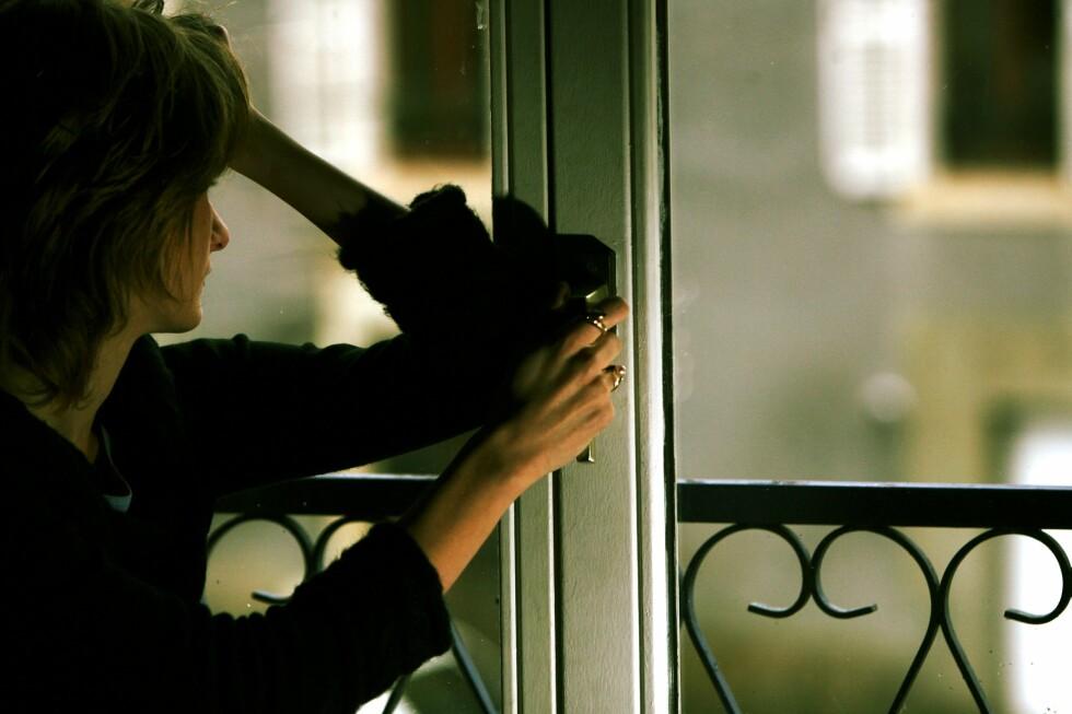 Forskning viser at psykiske plager er mer utbredt blant enslige enn i befolkningen for øvrig Foto: Colourbox