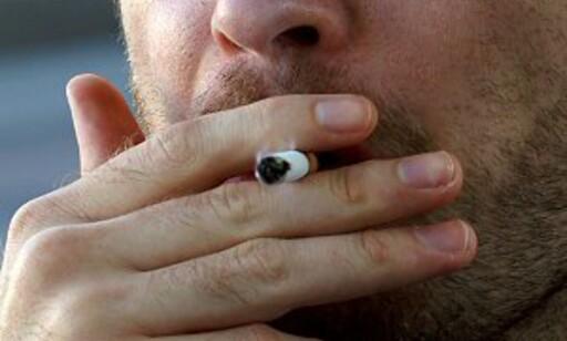 Det var ikke populært at mannen ville ta seg en røyk ombord i flyet. Foto: Peter Suneson