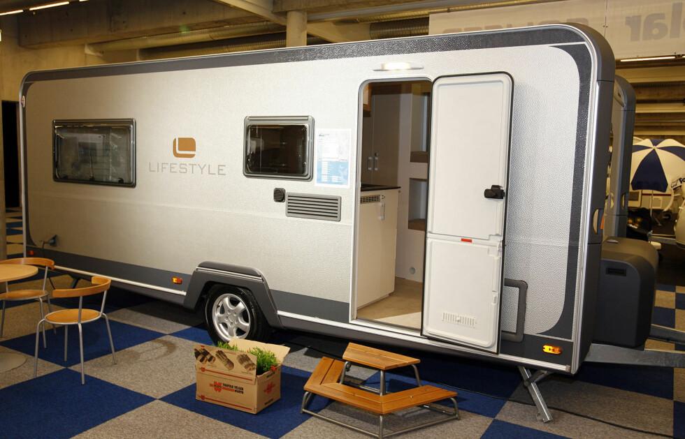 Leifellands firkantede vogn Lifestyle 560 FK har en spiselig pris - rundt 220.000 kroner. Foto: Per Ervland
