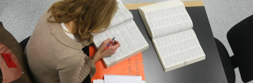49 prosent av 1000 spurte studenter må stadig droppe sosialt liv med familie og venner, fordi de ikke har råd. Foto: Colourbox.com