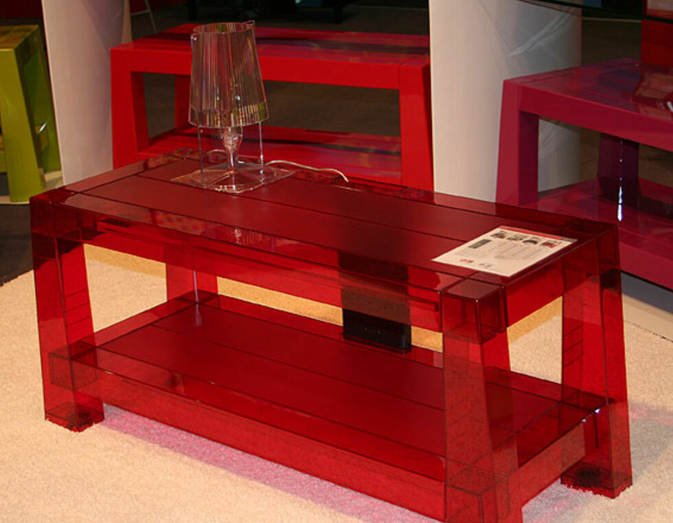 Erards TV-benk Whoopee leveres flatpakket og kommer i utallige fargekombinasjoner.