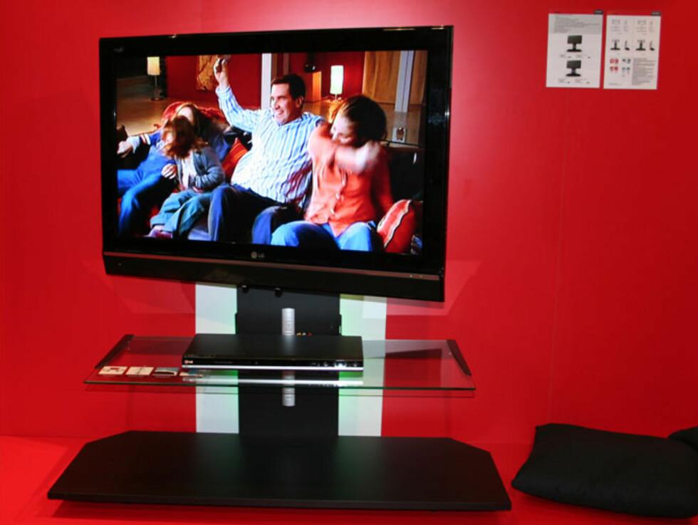 Men også Erard har selvfølgelig motoriserte TV-benker. Dette svinger fra side til side via fjernkontrollen.