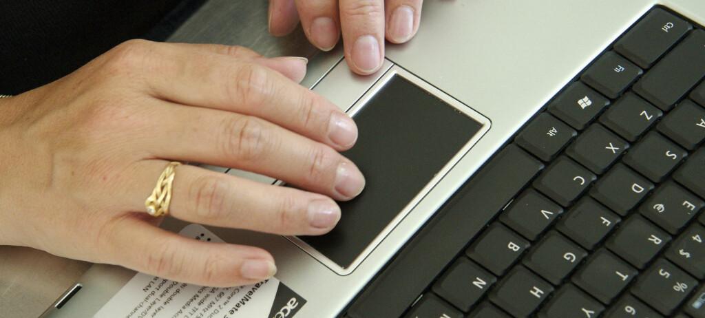 Etter å ha nektet å skru av laptopen sin ved innflyvningen, ble passasjeren ble møtt av politi ved ankomst i Sydney.Illustrasjonsfoto: Colourbox