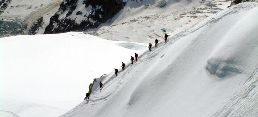 Klatrere søpler ned Mont Blanc. Foto: Liam Heffernan