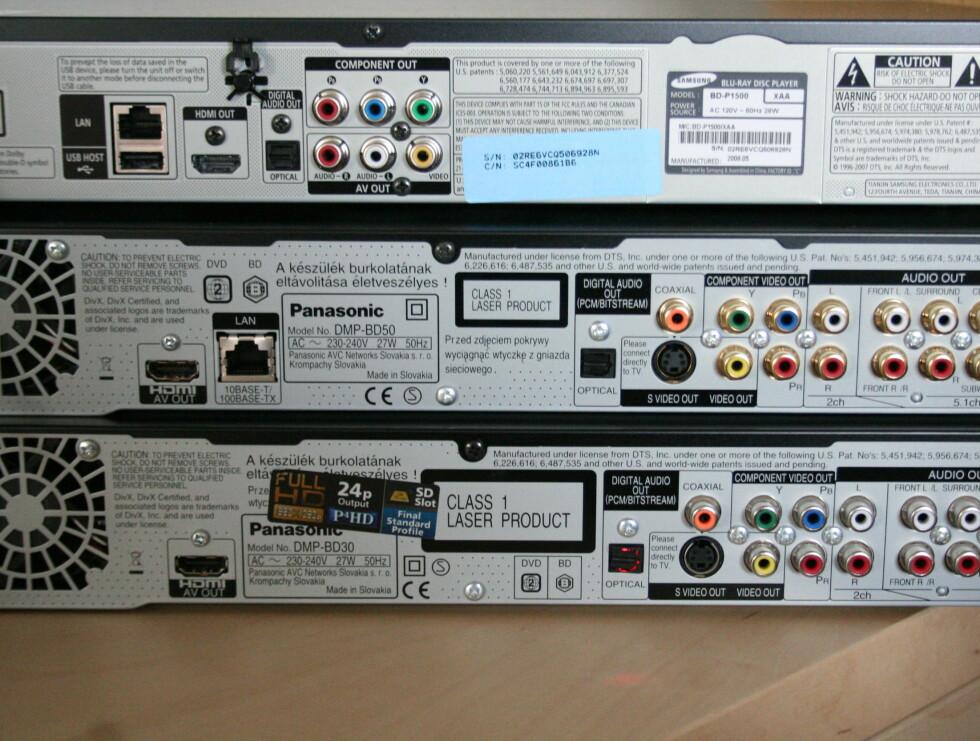Samsung øverst, BD50 i midten og BD30 nederst. Legg merke til at BD30 mangler nettverksinngang.