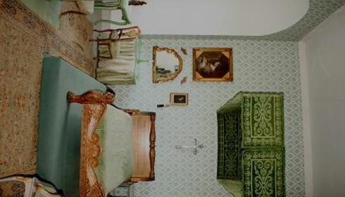 Fra et av soverommene på Voergaard. De brukes når slottet har gjester. Foto: Stine Okkelmo