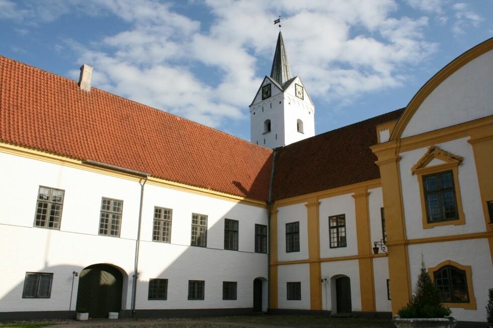 Dronninglund Slot har både rom og restaurant. Her arrangeres det mange bryllup. Foto: Stine Okkelmo