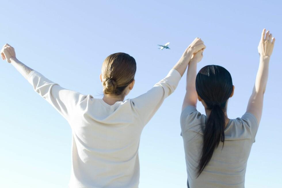 Nye regler skal kutte flyprisene med 10 prosent, tror Europaparlamentet. Men du skal også informeres om det er mer miljøvennlig å velge andre fremkomstmidler ... Foto: Colourbox