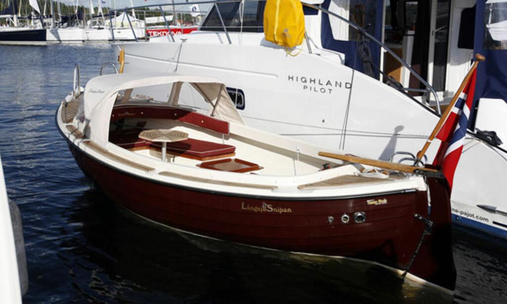 Ny modell fra Långsjø Snipan. En rolig og romantisk farkost innimellom veldig mye stort og kostbart. Med en 14-hesters Nanni dieselmotor blir forbruket nesten null. Foto: Per Ervland