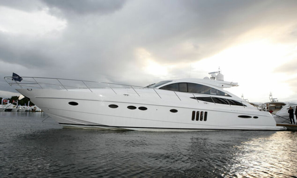 Princess V70 er den største båten på messa. Foto: Per Ervland