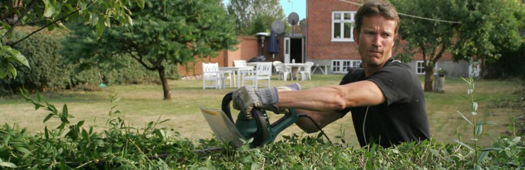 Mannen i huset gjør fortsatt størsteparten av det tyngste arbeidet, og det som krever de mest avanserte eller store elektriske verktøyene. Foto: colourbox.com