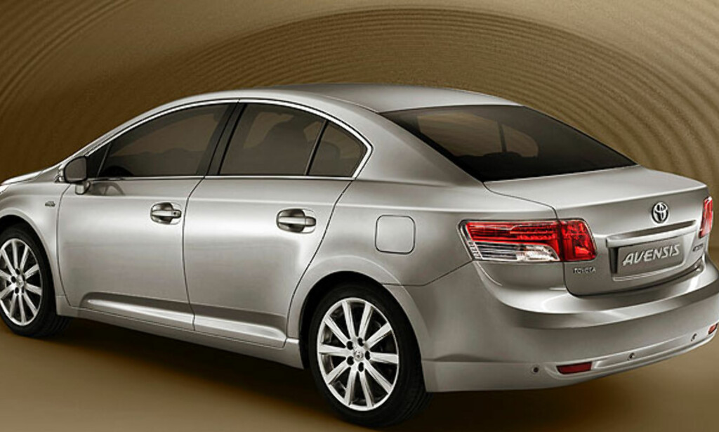 Nye Avensis får vi foreløpig kun se bakfra.