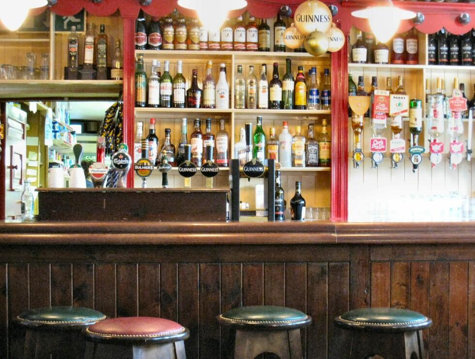 Det finnes en pub i hver eneste landsby. Promillegrensen er 0,8 i Irland, men på disse smale og svingete veiene er det vel like greit å holde seg til alkoholfritt. Foto: Stine Okkelmo