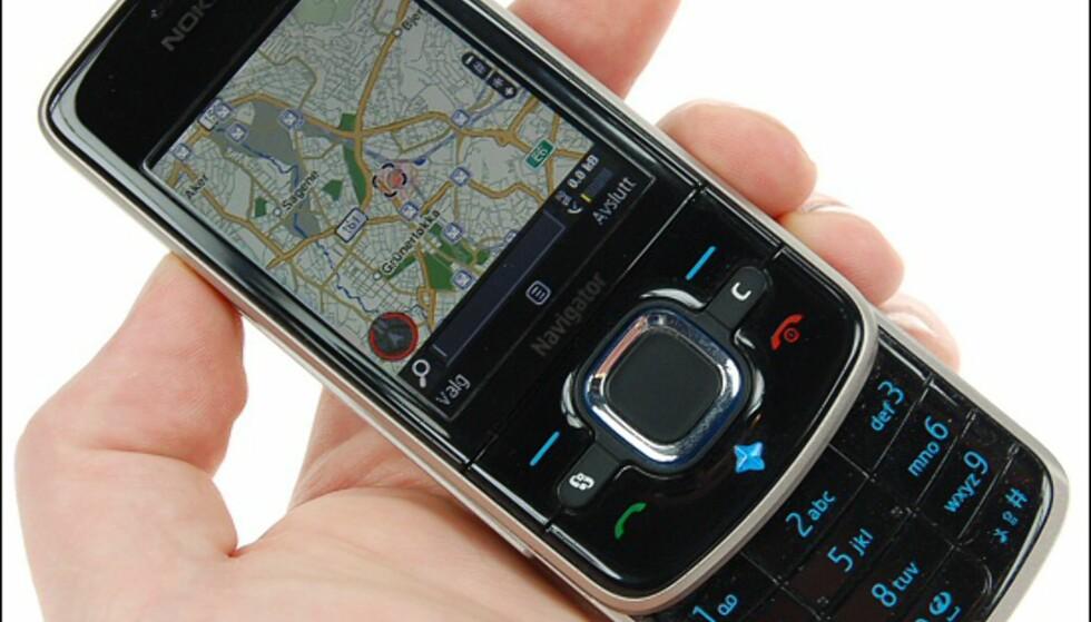 Kompassretningen vises nede i kartets venstre hjørne. Den røde sirkelen rundt betyr at kompasset må kalibreres - noe du gjør ved å veive mobilen litt rundt.
