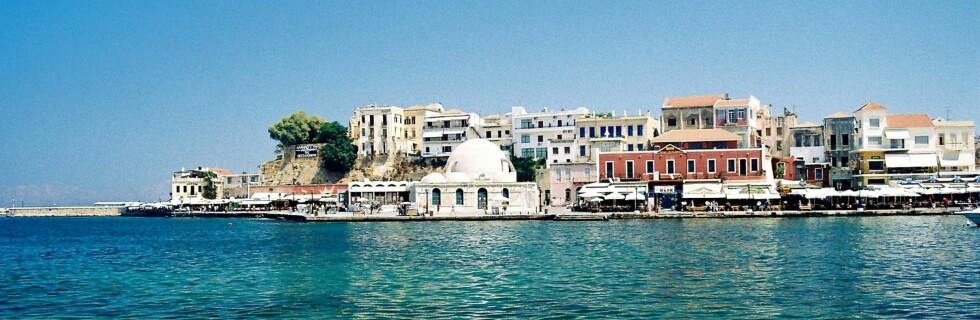 Hit, til Kreta kommer du for 395 kroner. Bildet er fra Chania. Foto: Manolis Kanakis
