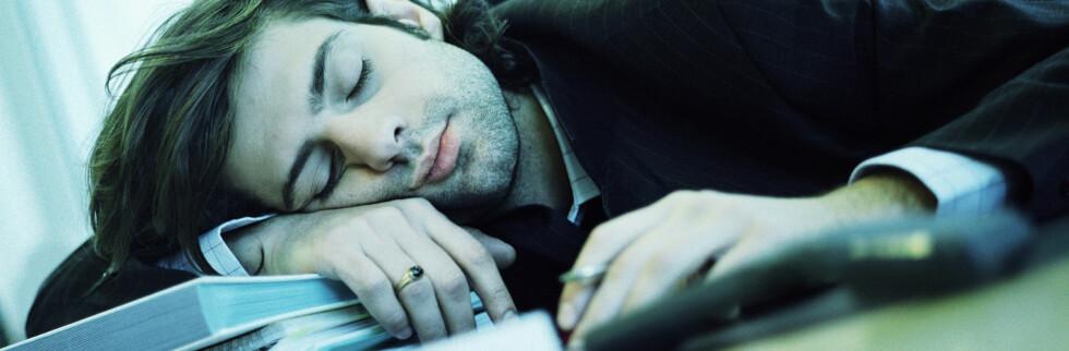 Det er ikke sikkert det bare er din feil om du blir søvnig på jobben og ikke er på ditt mest effektive. Foto: colourbox.com