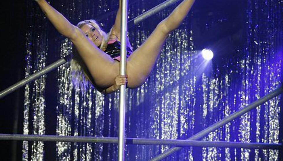 Her viser Linn noen akrobatiske triks. Foto: Per Ervland