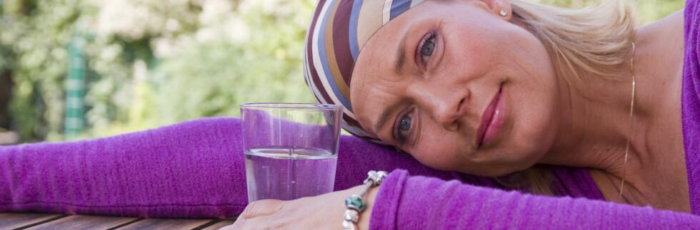 Hmm... Trenger jeg egentlig det glasset med vann? Foto: colourbox.com