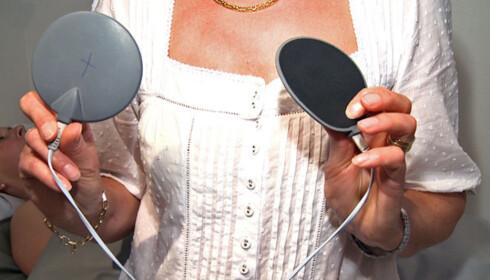 Elektroder som settes direkte på muskelpunktene er en del av Ultratone-behandlingen. Foto: Per Ervland