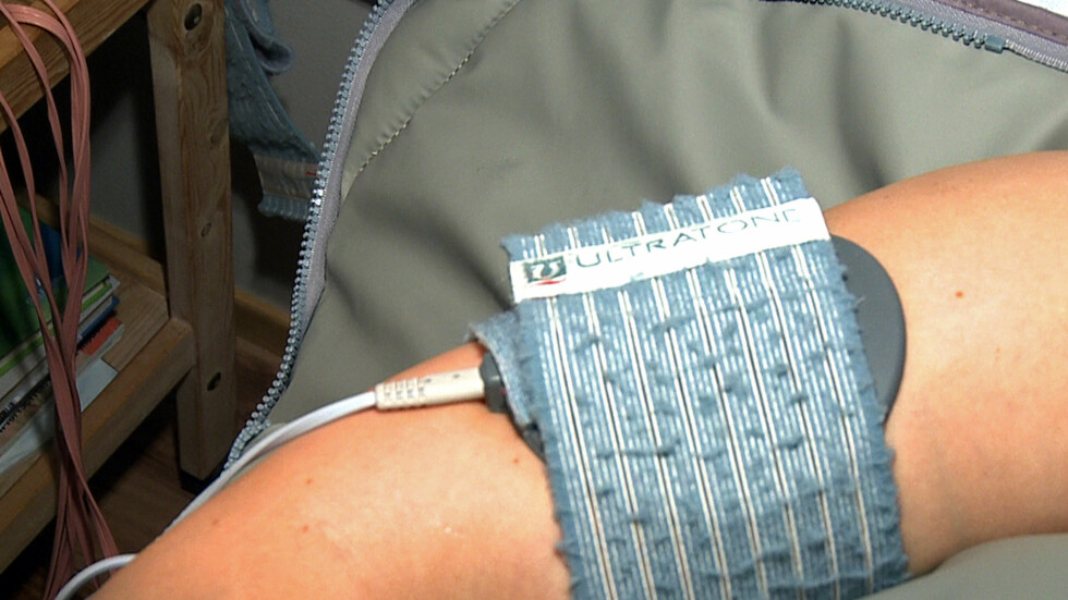 Varmeinnpakning på armene skal ha oppstrammende effekt, og gis etter klientens ønsker og behov.   Foto: Per Ervland