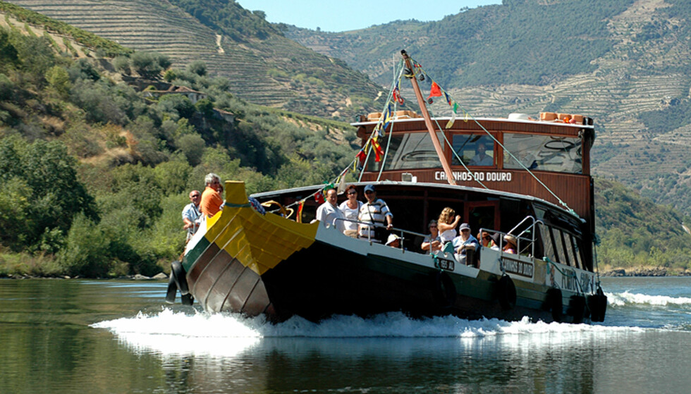 Ta deg en tur opp elven på en av de gamle båtene som transporterte vinen ned til Porto.