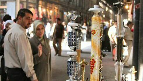 Damaskus er eksotisk og annerledes. Her ser du noen vannpiper til salgs.  Foto: Bengt Sigvardsson