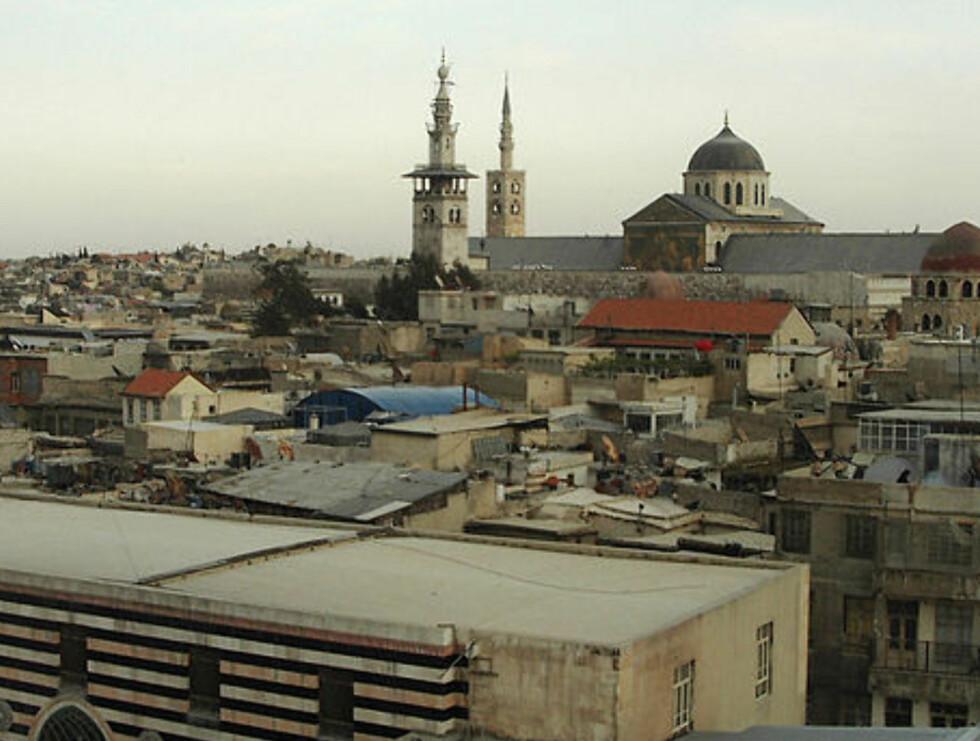 Syrias hovedstad er en miks av gammelt og nytt. Her ser vi utover takene i den gamle delen av byen. Foto: Samosyr