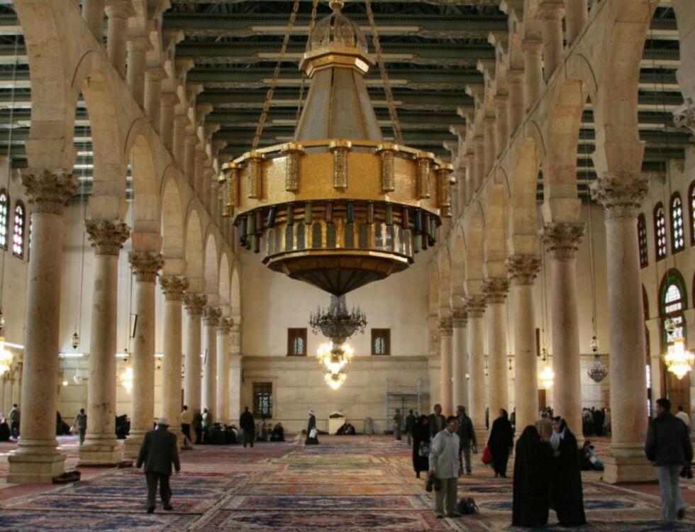 Innvendig er moskeen minst like vakker.  Foto: Zeledi