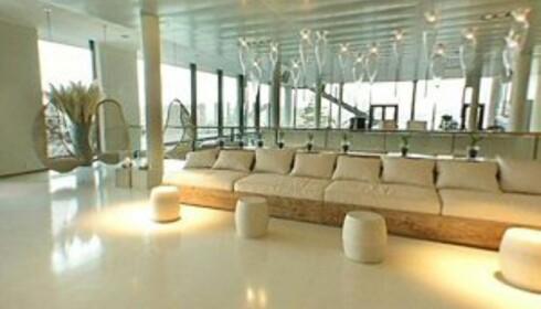 Den eggeskallhvite sofaen er ikke like plettfri til hverdags som på bildet på hotellets nettside. Foto: Quality Hotels