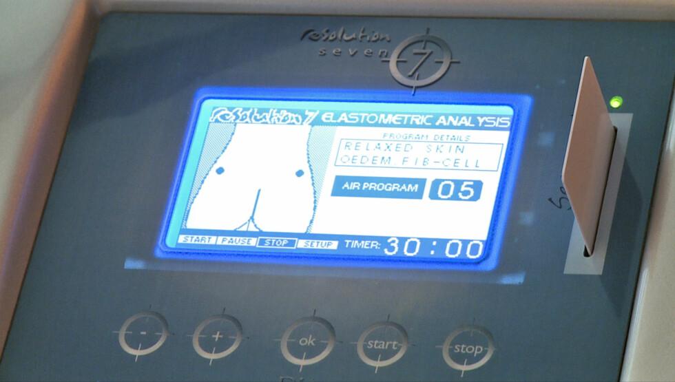 Maskinen lagrer og tilpasser opplysninger om klienten, samtidig som den viser hvor langt man er kommet i behandlingen. Foto: Per Ervland