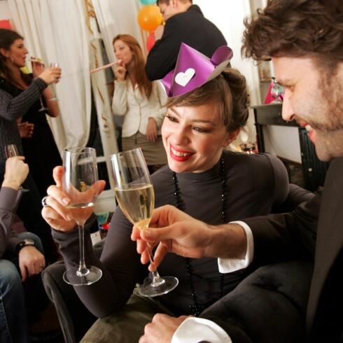 Er du en av de som ikke klarer å dra på fest uten å drikke? Illustrasjonsfoto: Colourbox