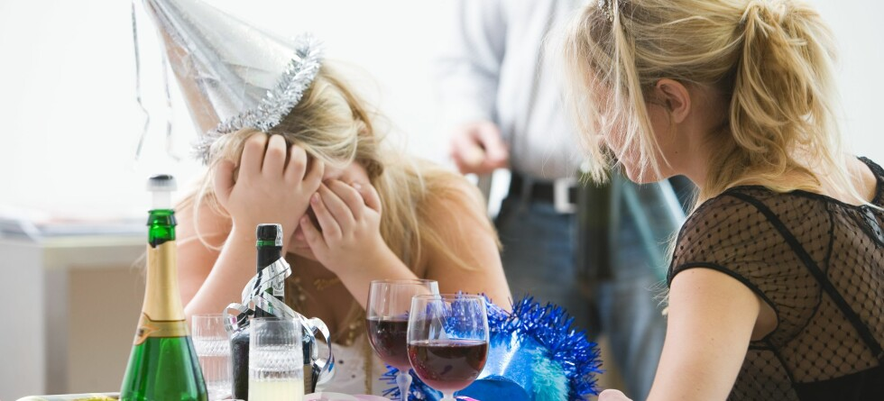 Det er ikke moro å være fyllesyk. Men hvorfor drikker vi likevel så mye som aldri før? Illustrasjonsfoto: Colourbox