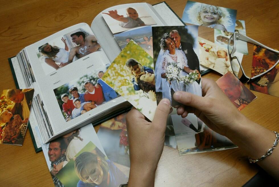 Mange synes bilder fortsatt gjør seg best på papir, men hvor fremkaller du dem billigst? Foto: Colourbox.com