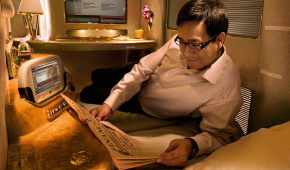 Legg merke til interiøret, med bordlampen og den private underholdningsskjermen. Foto: Emirates