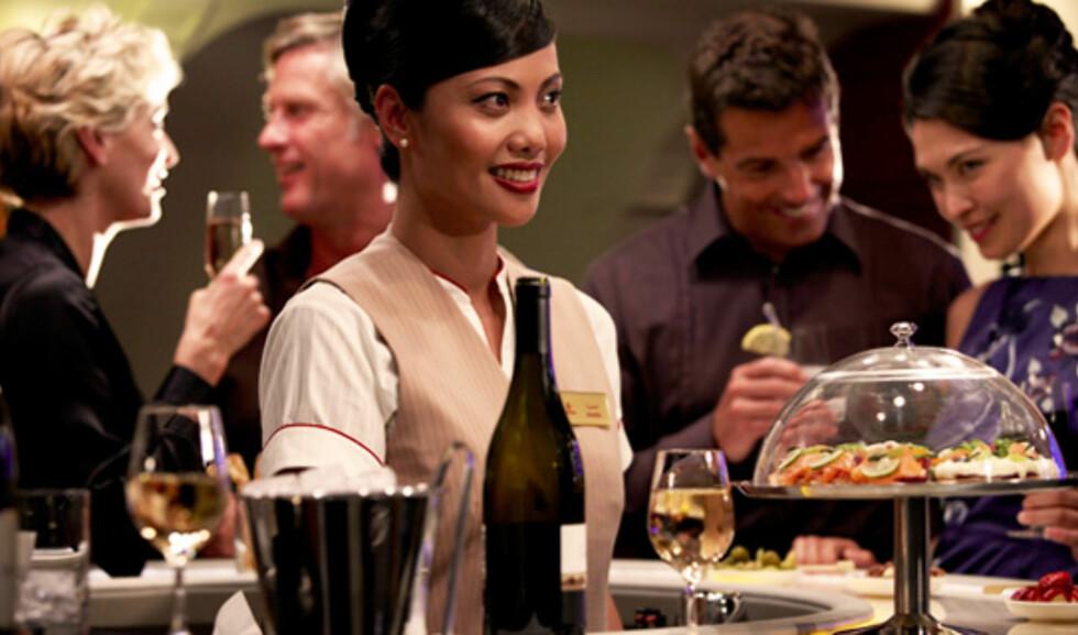 Loungen med egen bar er flyets samlingspunkt. Foto: Emirates