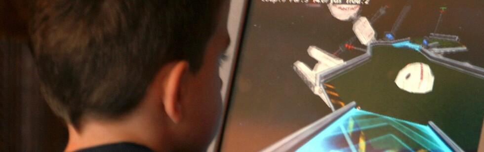 Det er spesielt unge menn som kan bli syke av for mye rollespill. FOTO: Colourbox.com