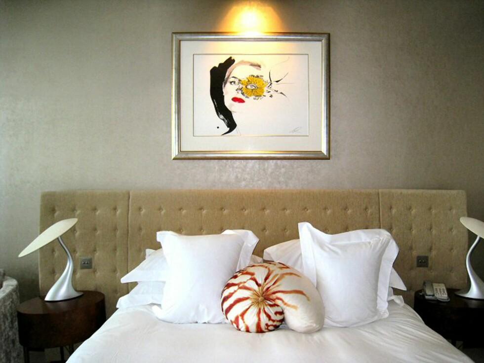 Luksuriøse senger i stilige rom er det som møter deg dersom du bor på The g hotel. Foto: Stine Okkelmo