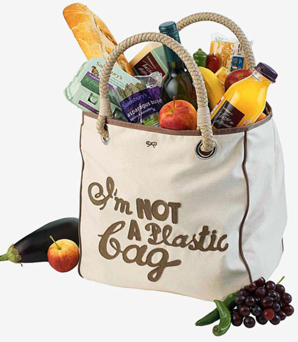 Anya Hindmarchs Im not a plastic bag-nett for Sainsburys ble en enorm suksess. Foto: Sainsburys
